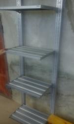 Продам стелажі з металічними полицями
